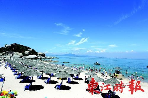 碧海蓝天,扬帆踏浪,巽寮湾已成为热门的滨海度假区.张艺明 摄